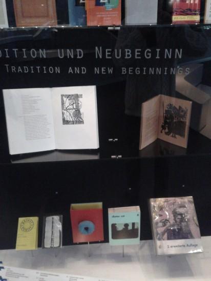 """Schaukasten """"Tradition und Neubeginn (1950-1970)"""""""