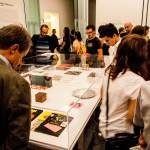 Von Maurizio Nannucci intuitiv und beziehungsreich zusammengestellte Objekte aus seinem Zona Archive.