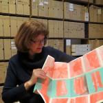 Julia Klaniczay mit dem ersten Faltflyer, Innenansicht