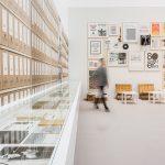 Archiv Galerie / Wand mit Beispielen aus dem AAP, und Leseecke, Foto Vadim Kretschmer