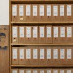 Archiv Galerie / Detail der Fotwand mit Archivboxen, Foto Wilfried Petzi