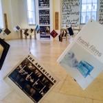 Die Fotobücher im oberen Foyer.